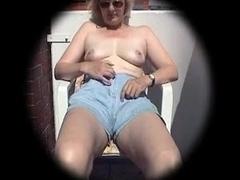 copine se masturbe sur le balcon