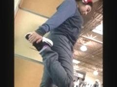 gym girl working her ass