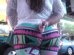 Big ass and thick thighs in leggings
