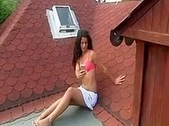jugando en el tejado
