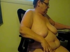 Playing with my mature slutty cunt