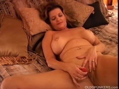 Marvelous cougar has a squirting slit