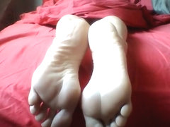 Cum on her gorgeous soles
