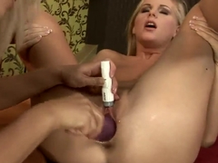 Nikky Thorne and Barbie White lezzing it out