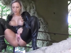 Really Hot Fuck in a Deserted Building