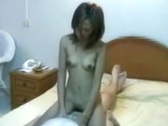 Party guy has sex with a pattaya girl and lets a friend tape it