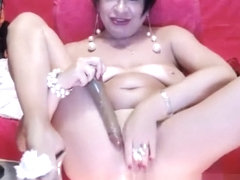 Great Amateur Video Of Mature wife fingers her cunt close Up