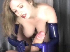 7153 sniffing heavy ass rubber mistress