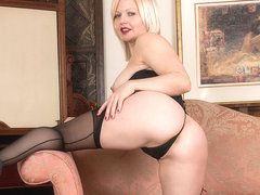 Sophie May in Sexy Blonde - Anilos
