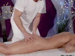 Fitness babe gets orgasm after massage