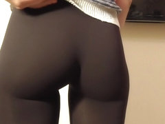 Jeny Smith tight pants camel toe in the mall