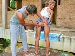 Women on public wearing pantyhose