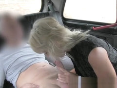 i Blonde milf fucks taxi driver on backseat