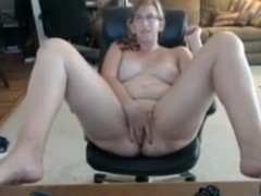 Ugly nerdy fat wife masturbates hard